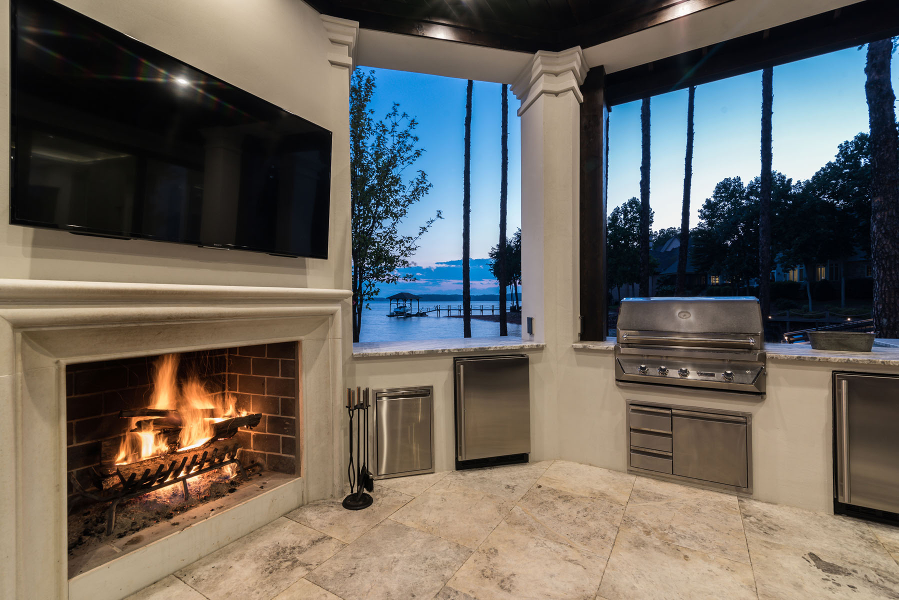 contemporary jewel-Fire Patio